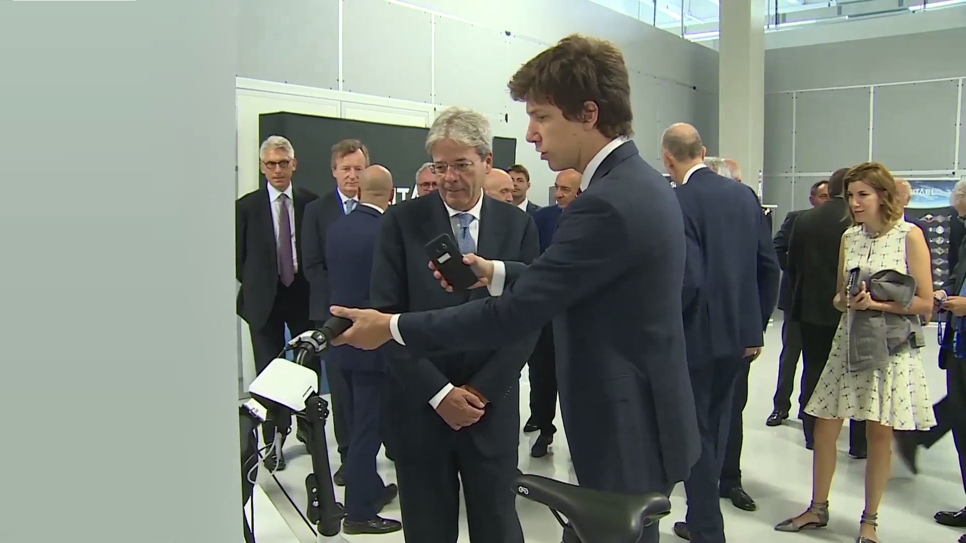 Mr. Pertosa showing the MAT to Italian PM Mr. Gentiloni
