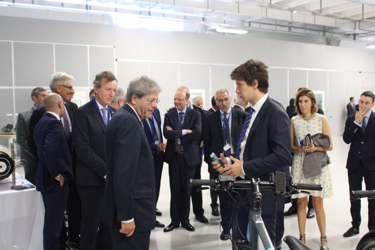 Gentiloni visits SITAEL and discovers ESB